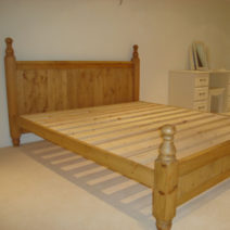 Queen Size Bed Traditional