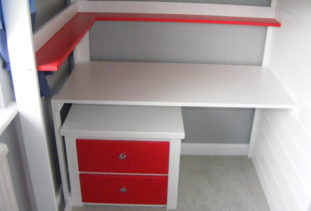 High sleeper storage drawers and shelf