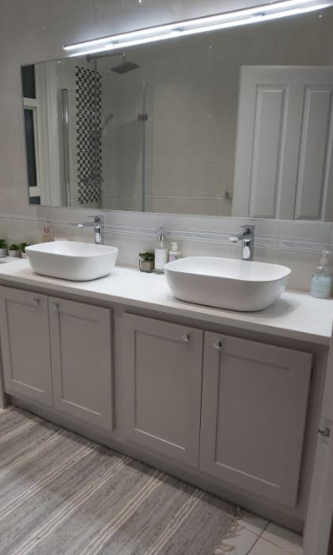 Double Countertop Vanity Unit in Cornforth White with White Quartz Top